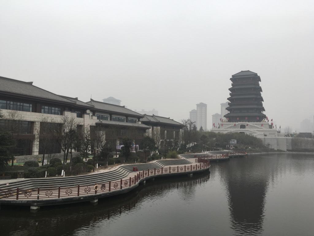 河边的建筑