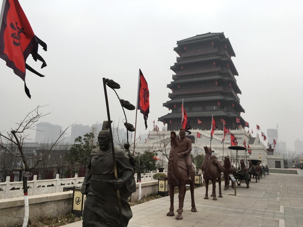 张骞出塞的雕像
