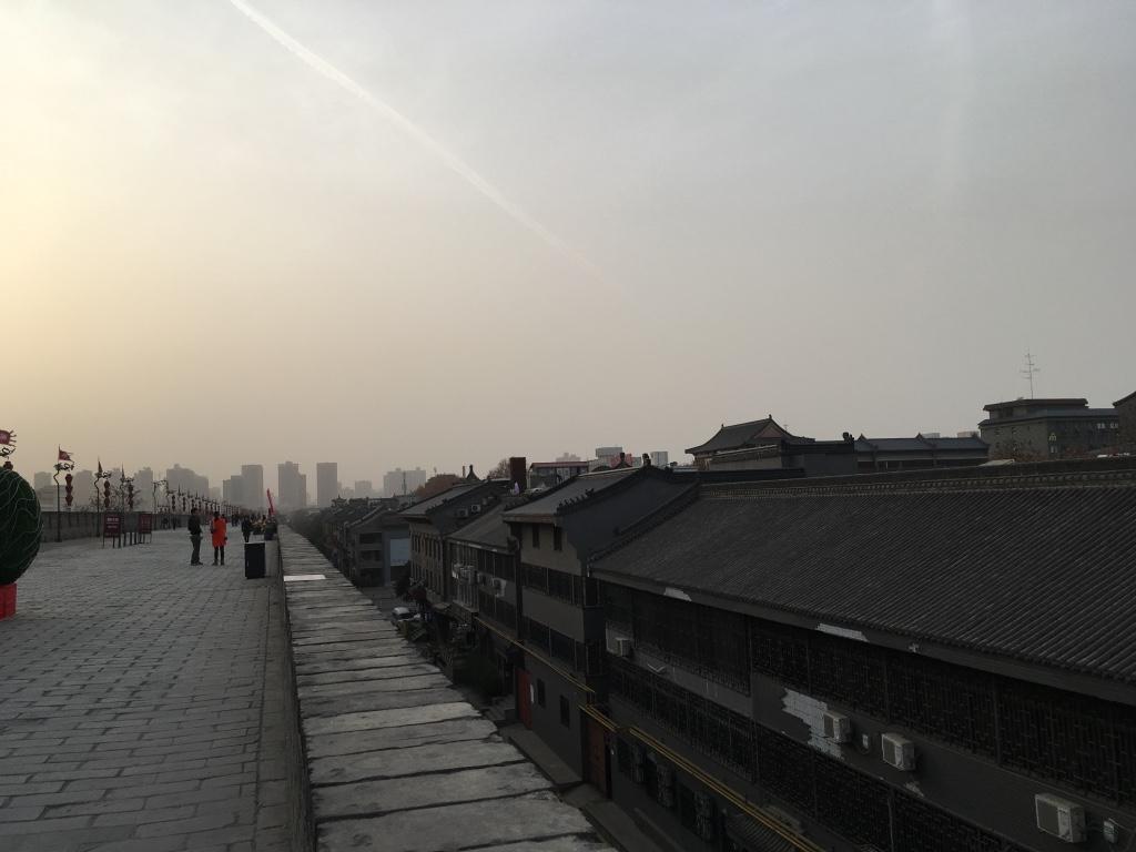 在西安城墙上往外面看的景象2