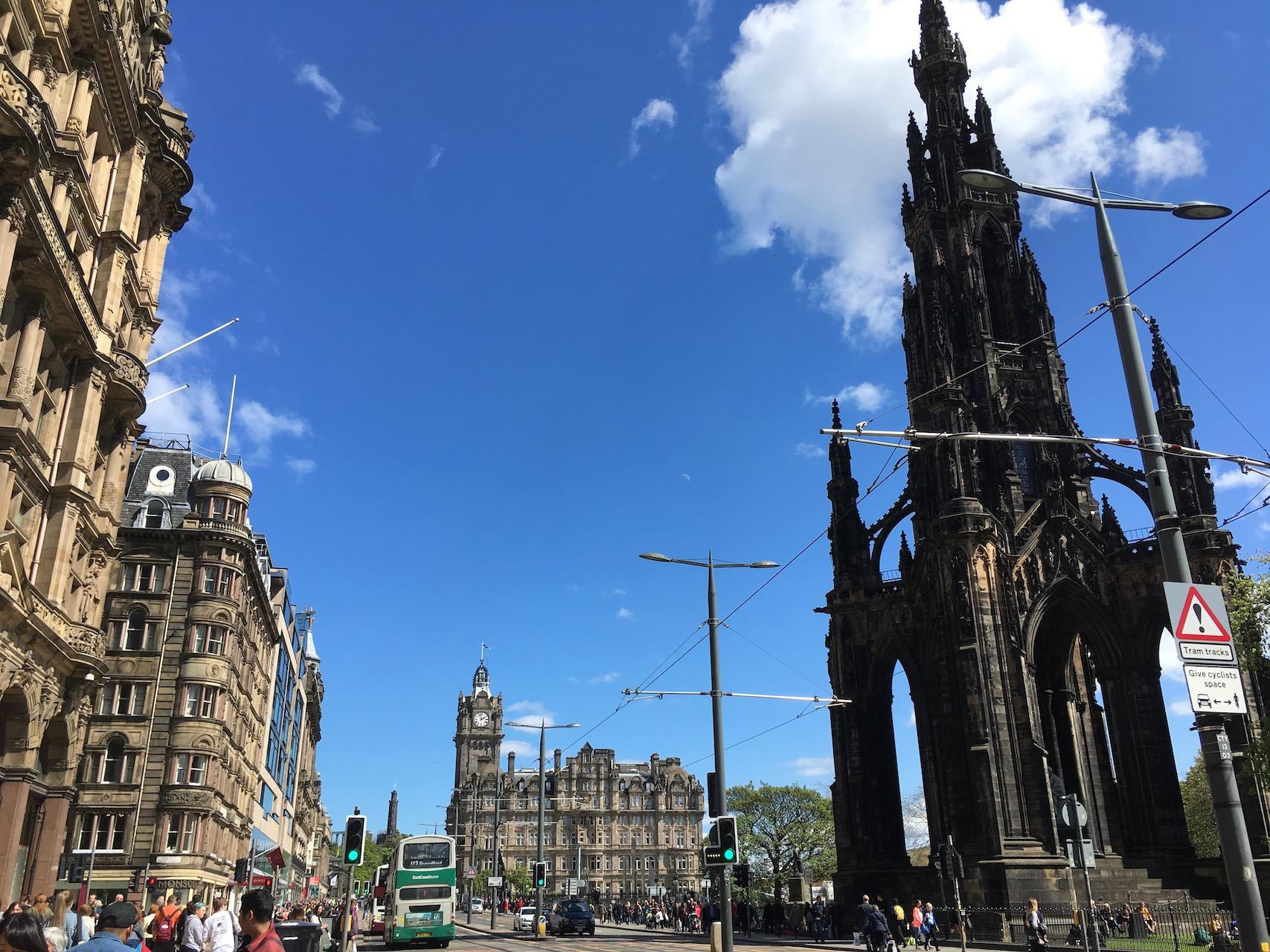 王子街,右边是scott纪念塔