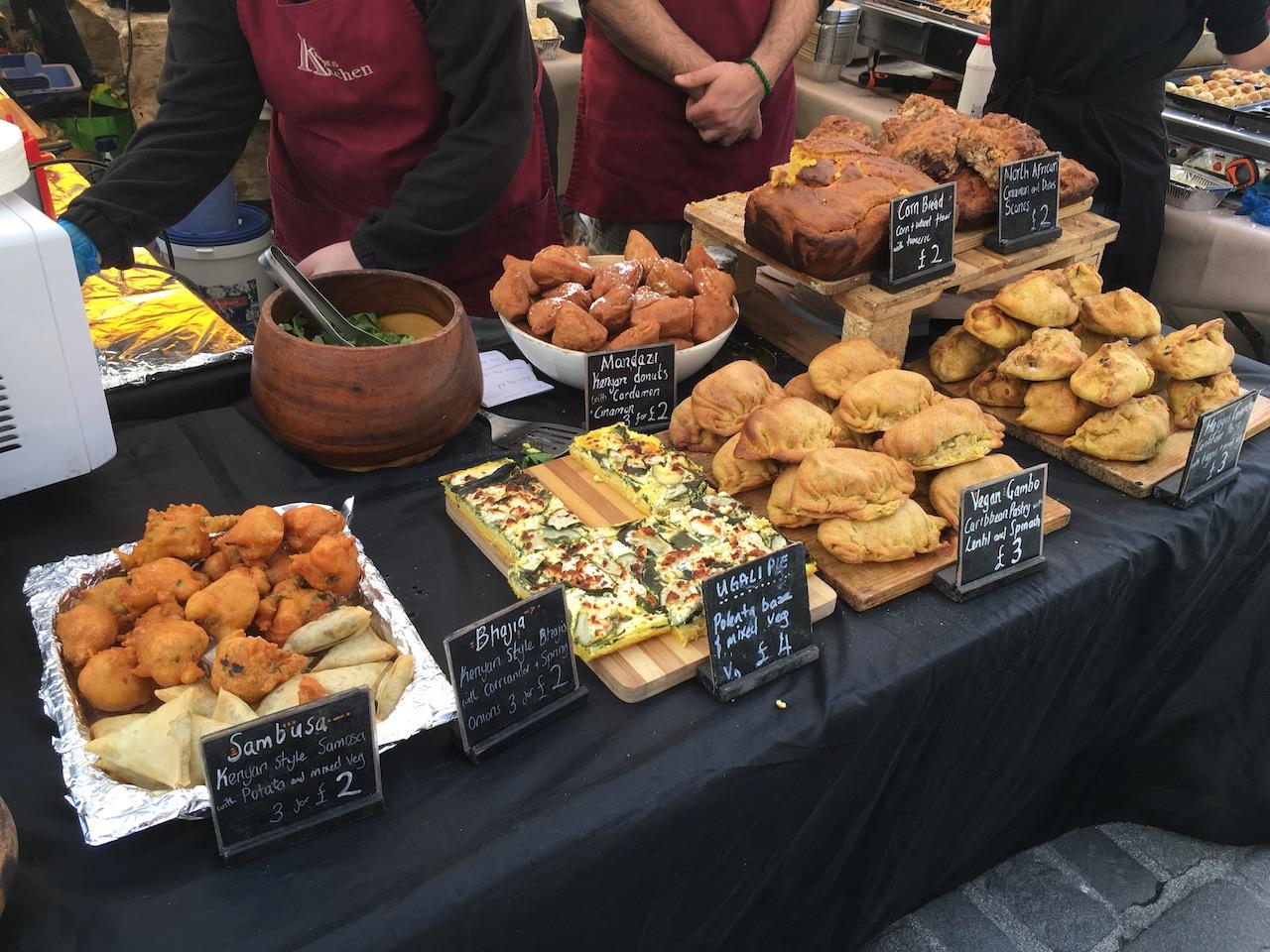 每周六上午的Grassmarket市场云集了各种当地的特色小吃和工艺品