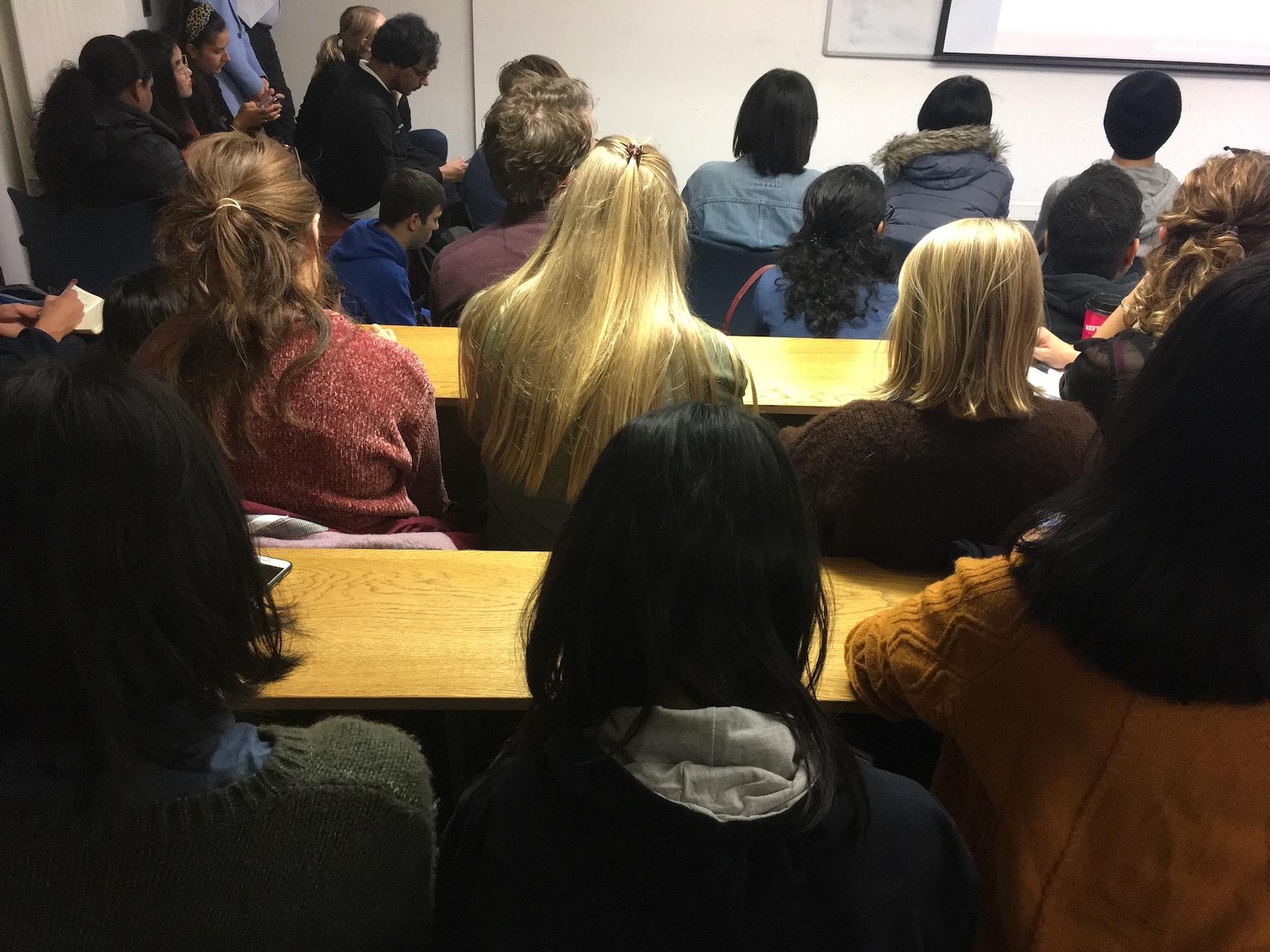爱大是一个国际化程度非常高的学校,英国本土的学生很少。大学的收入主要来自学生的学费,所以学费特别贵,每年中国留学生为英国的GDP贡献巨大。
