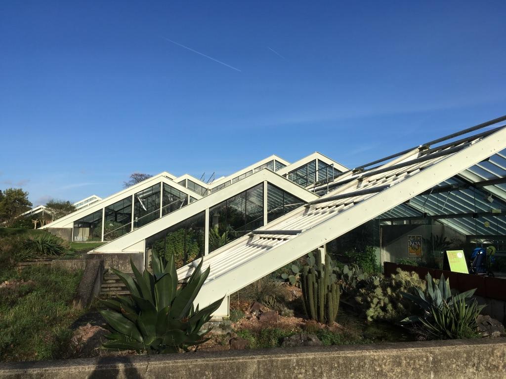 Princess of Wales Conservatory,含金量非常高,包含了10种气候条件下的植物,比如仙人掌,兰花,食肉植物和泰坦魔芋花