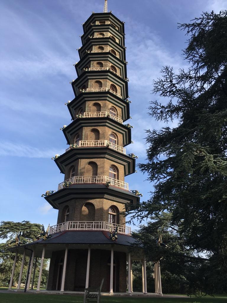 Great Pagoda是一座建于1762的八角塔,爬到上面可以鸟瞰整个邱园,遗憾的是我去的时候没有开放