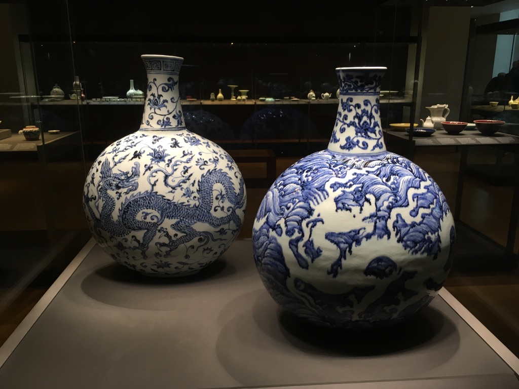明朝永乐年间的青花瓷(Blue-and-white flask with dragons)