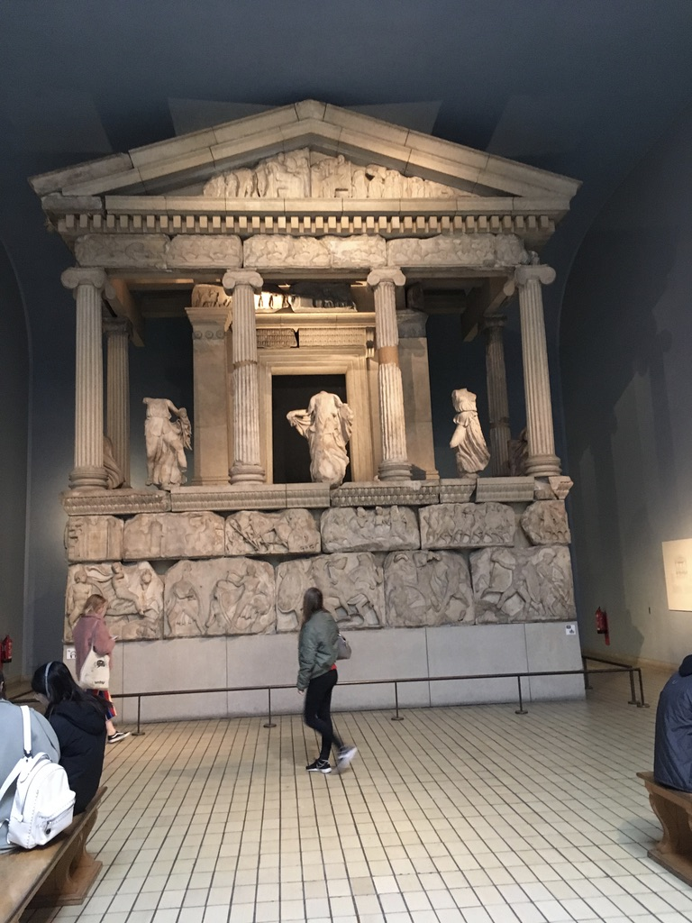 涅瑞伊得斯纪念碑(nereid monument),390 BC,看似希腊神庙,实际上是利西亚的统治者Arbinas的墓