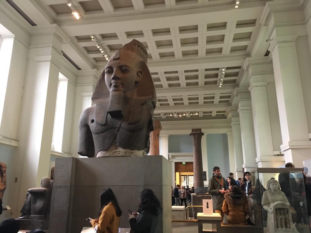 拉美西斯二世(1303BC-1213BC)头像(Statue of Ramesses II),他是古埃及历史上最著名的法老,石像右胸前的洞据说是拿破仑远征军搞的