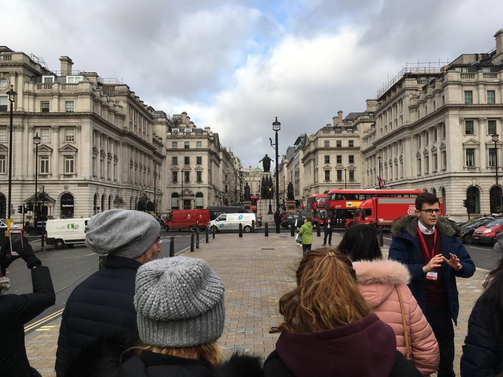 free walking tour guide,很性感的伦敦腔,结束后看心情给钱,也就是小费