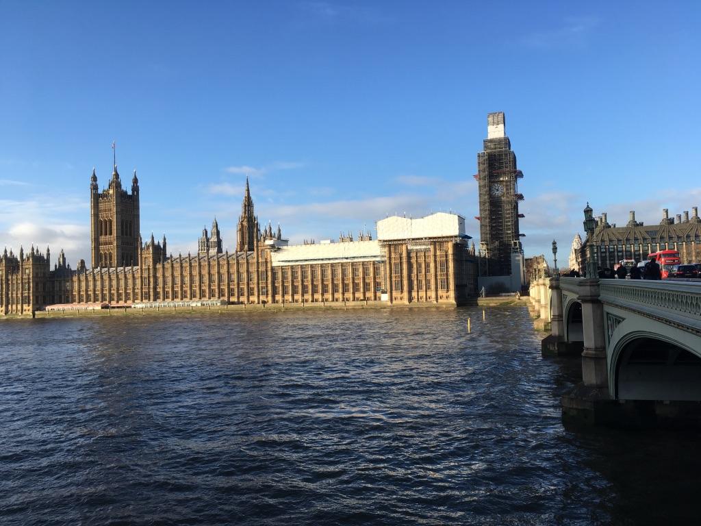 左边就是议会大厦(Houses of Parliament)