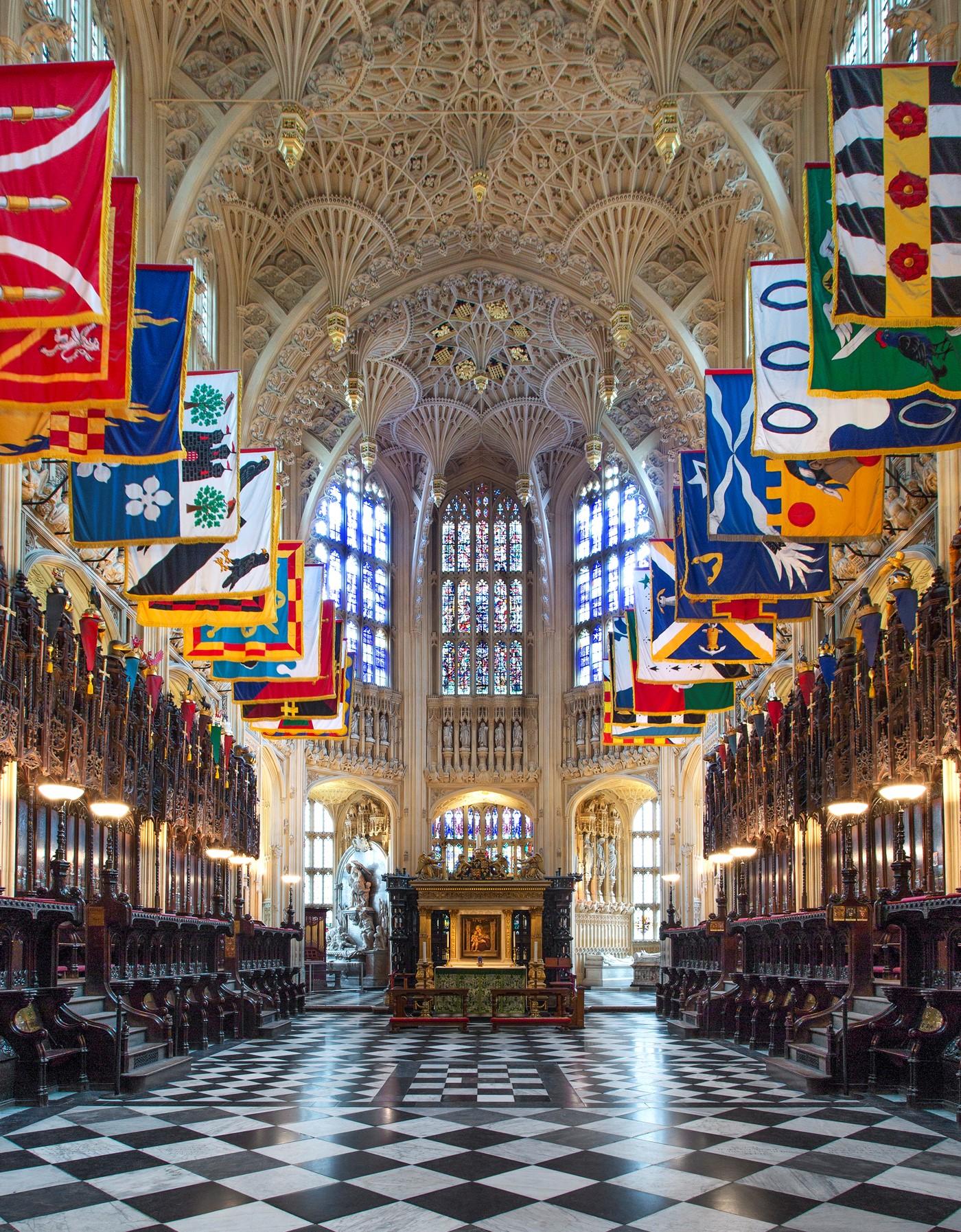 圣母堂中间是亨利七世和他妻子的墓
