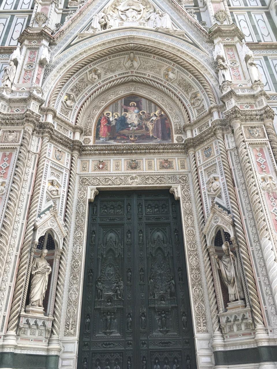 教堂的一个门