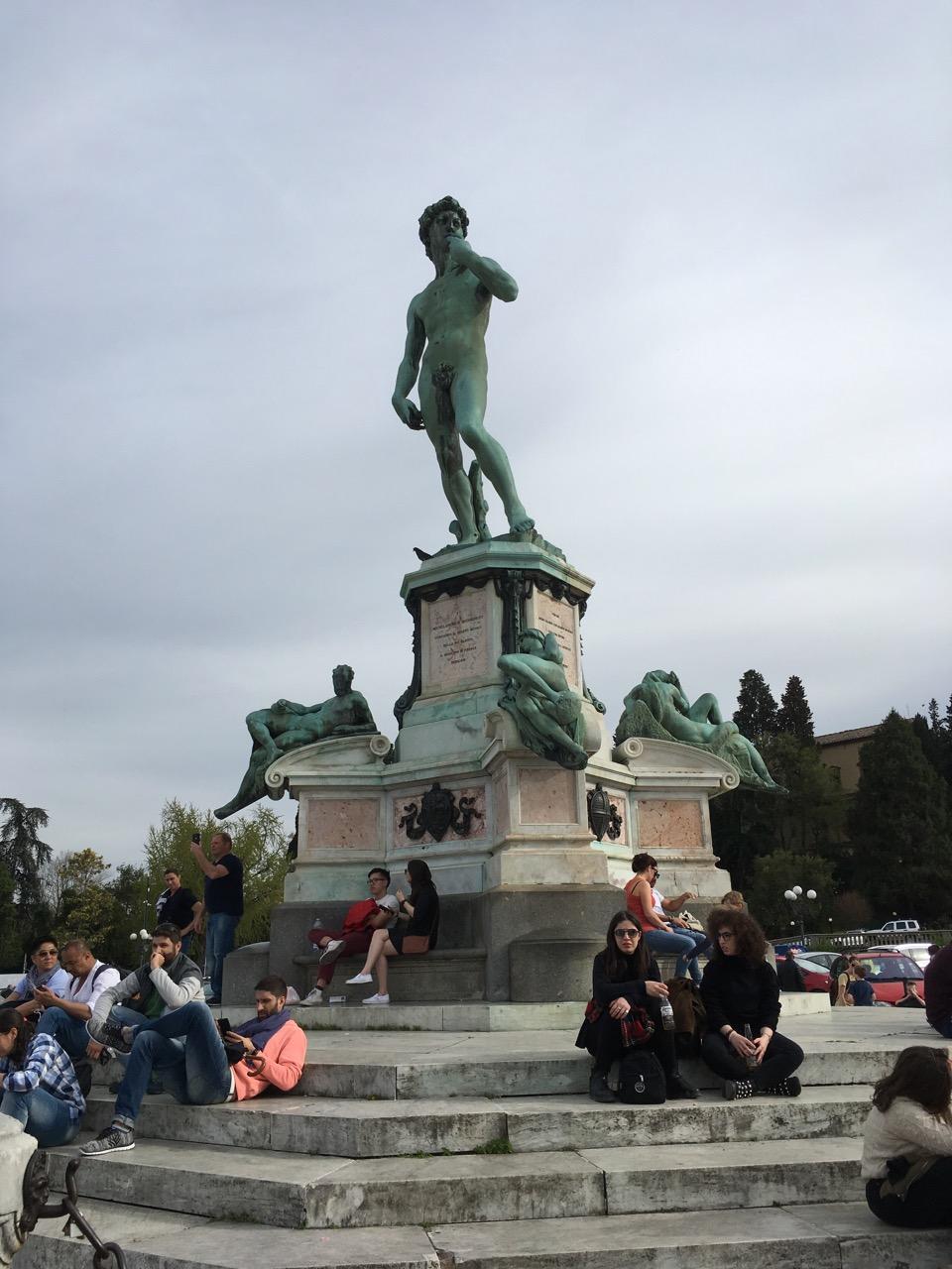 米开朗基罗广场怎能少了主人公的作品?青铜做的大卫像复制品