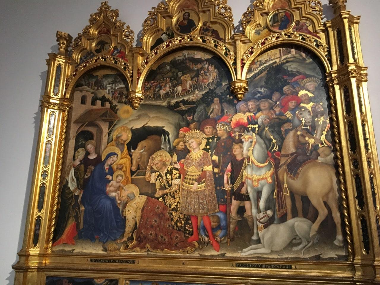 宗教画,大多是圣母抱着圣子,或者就是耶稣被钉死在十字架上,看起来都差不多