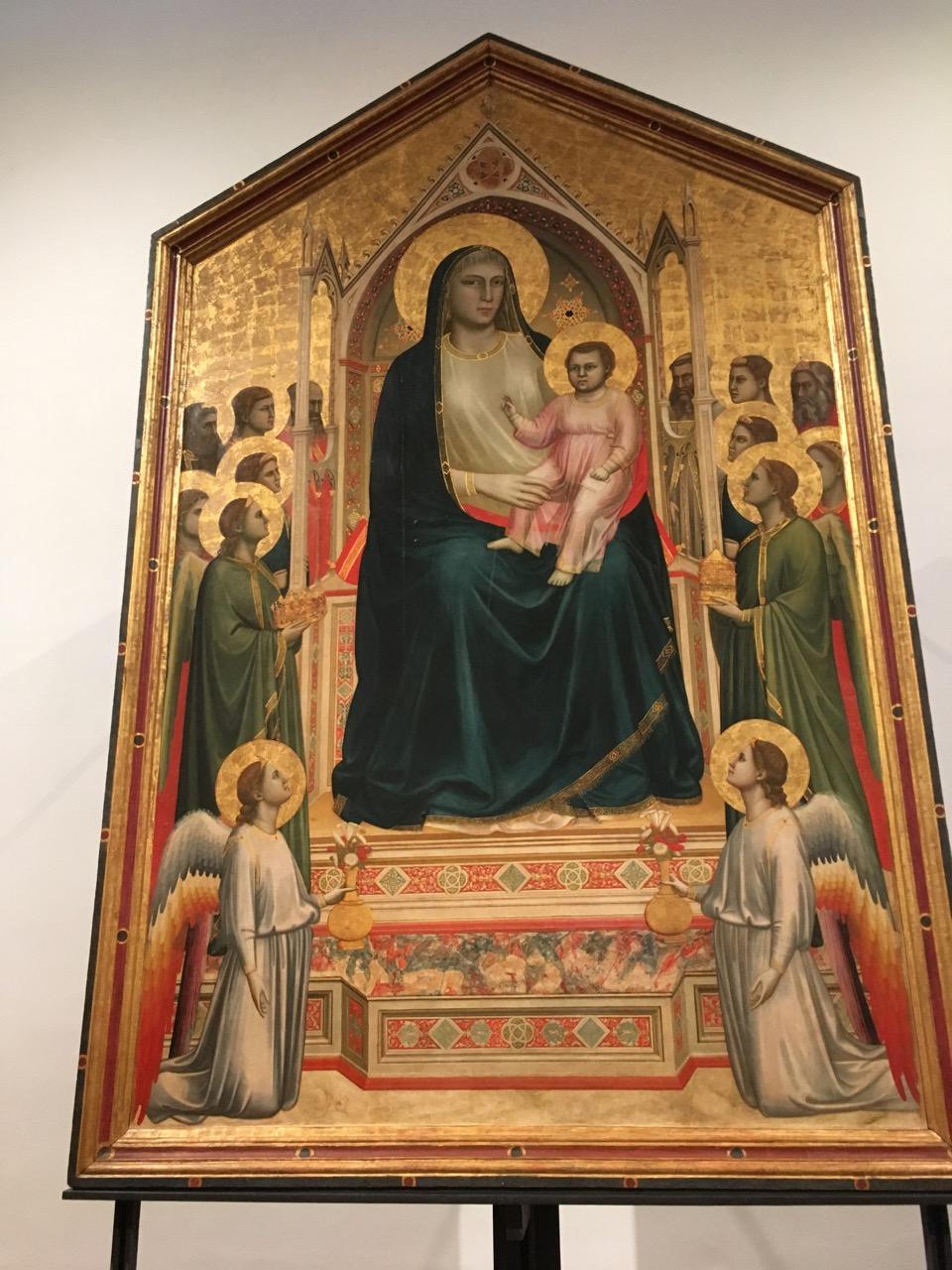 乔托的祭坛画《宝座上的圣母》,1310,这是中世纪画家首次在作品中使用透视图