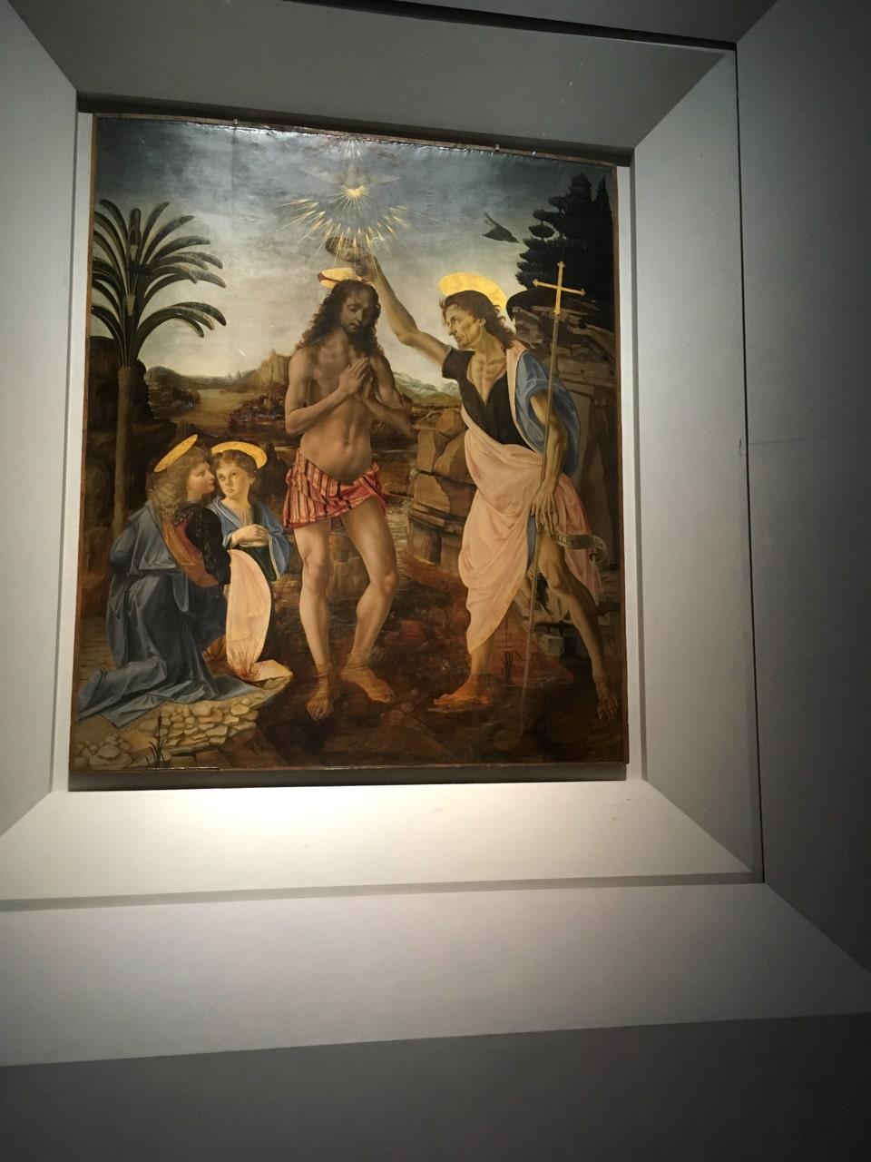 达芬奇和他的老师韦罗基奥一起画的《基督受洗》,达·芬奇作为学徒只完成了下方的两位小天使,正是因为他生动精湛的画工,使得韦罗基奥大为震惊,从此帮助达·芬奇一步步走上巅峰。