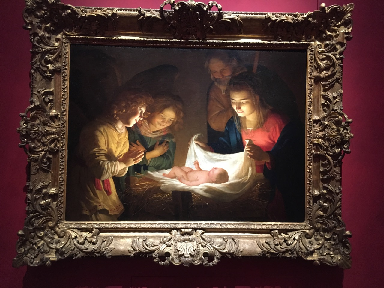 耶稣的诞生给受苦的人带来了希望的光芒,大概是这个意思吧