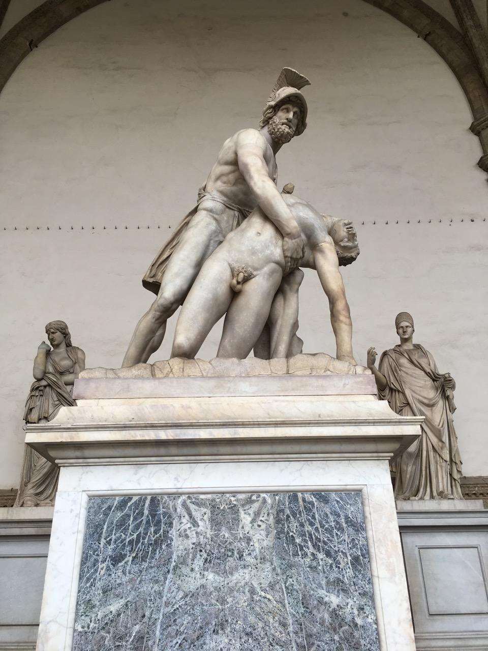 佣兵凉亭里的雕塑