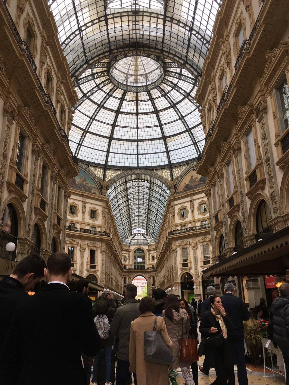 购物圣地——埃马努埃莱二世长廊(Galleria Vittorio Emanuele II),各种大牌,比如Prada,Gucci一应俱全