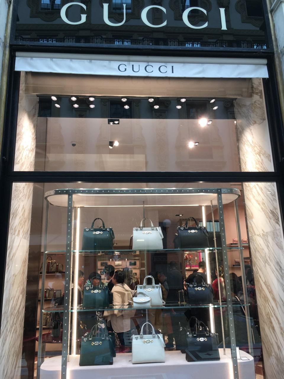 Gucci里好多中国顾客