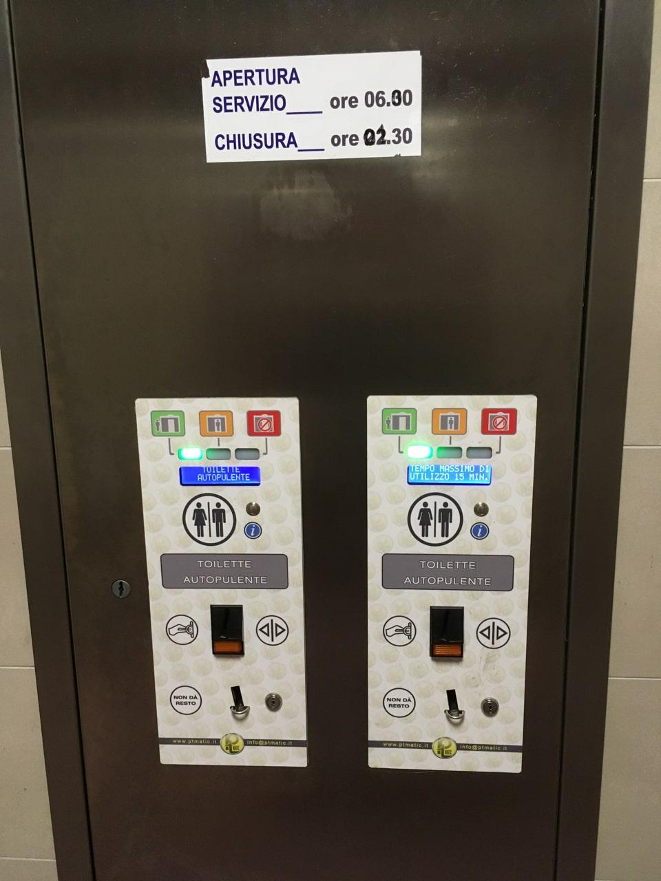 地铁站收费的厕所,对,米兰没有公厕