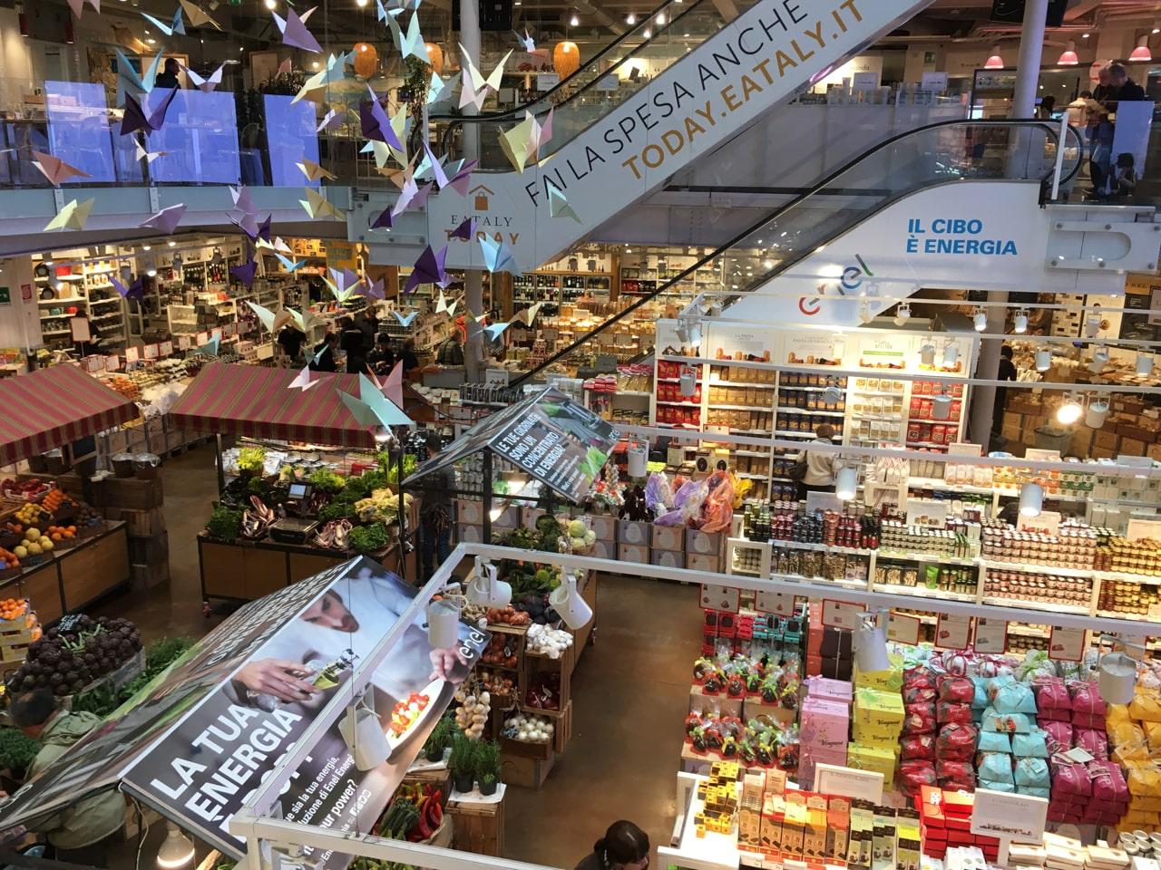 Eataly超市内部,各种意大利的特产,都相当贵,一瓶酱接近10欧