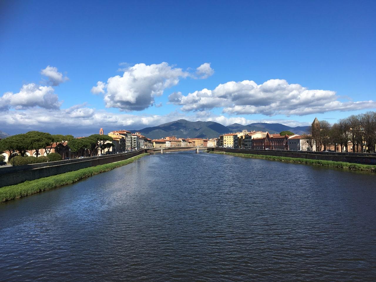 站在某个桥上看Arno河两岸