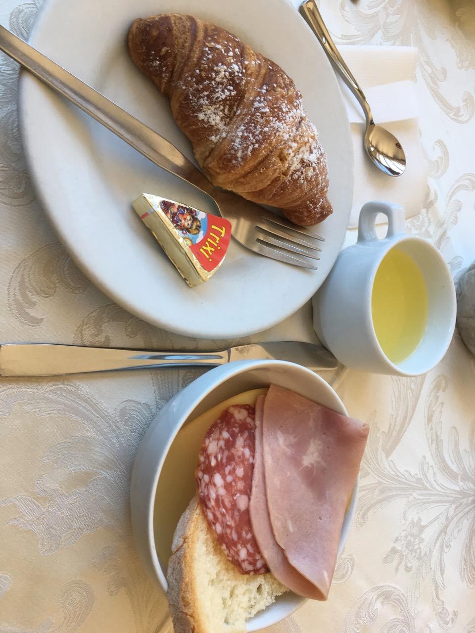 酒店的早餐,牛角包超好吃