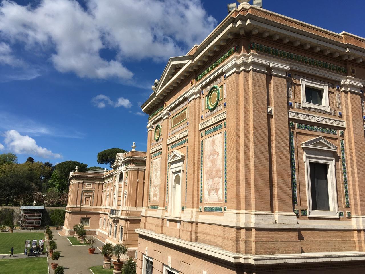 建筑都很漂亮,因为以前是教皇的宫廷