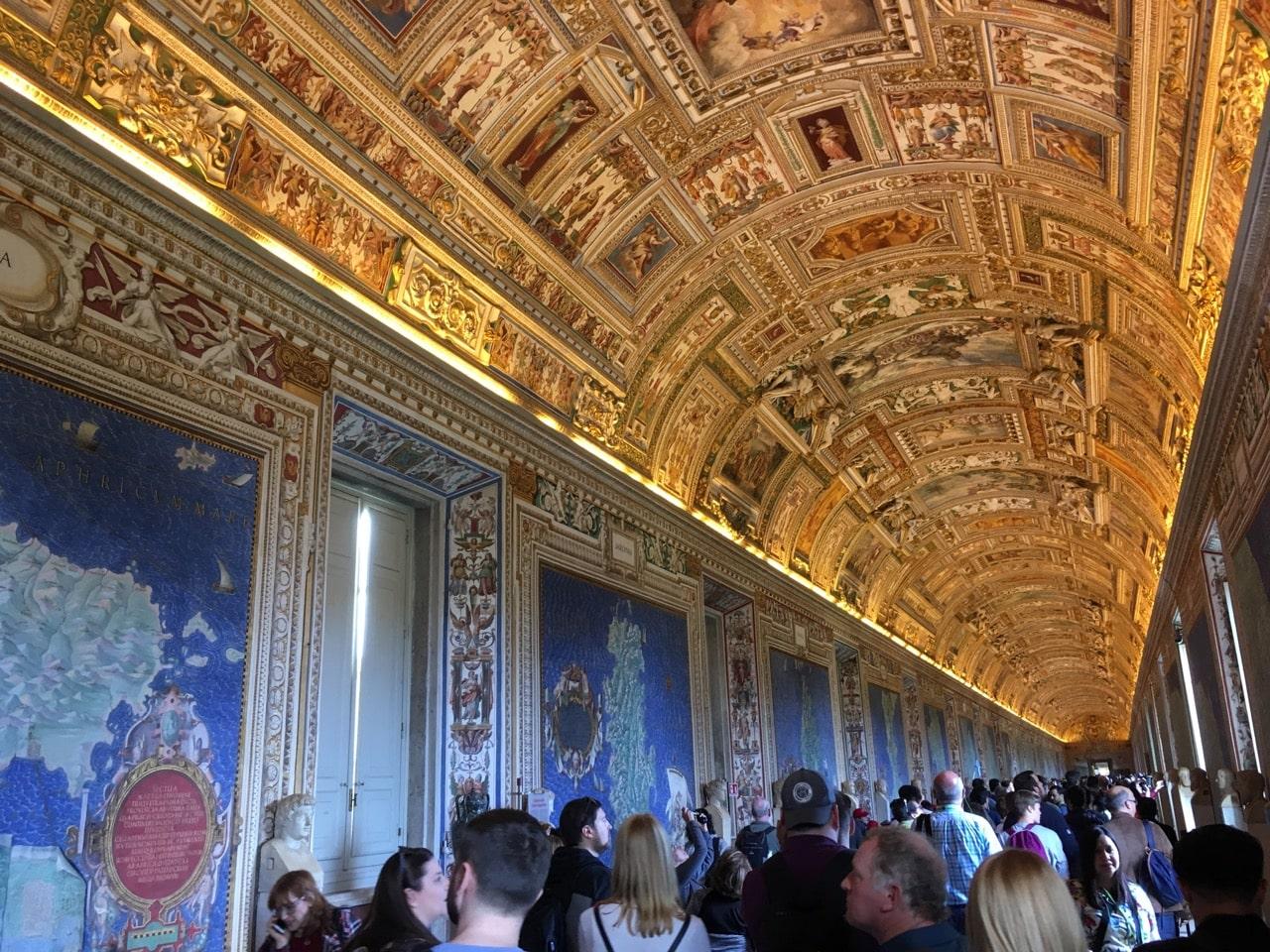 挂毯陈列馆的拱顶壁画,金碧辉煌