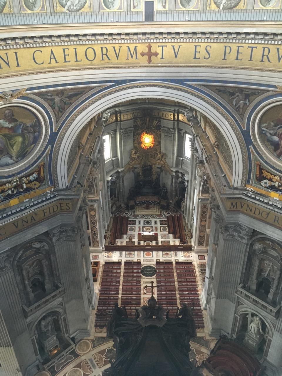 我选择爬楼梯,€8,坐电梯的话€10。图为爬到一半时俯瞰教堂内部