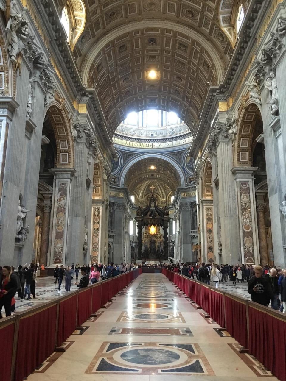 去过很多教堂,圣彼得大教堂最豪,富丽堂皇