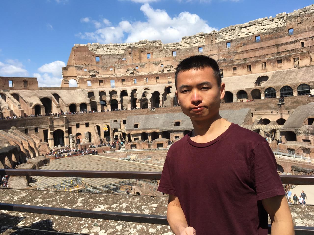 罗马灿烂的阳光让人难以睁开眼睛