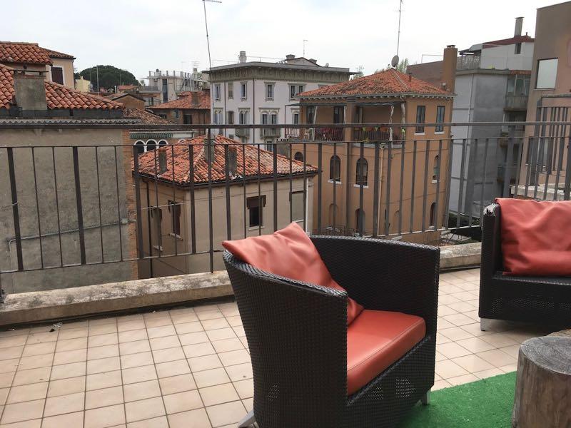 有一个公用的阳台