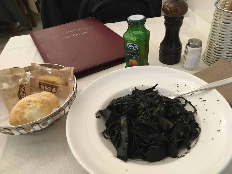 真够黑的,味道正常吧,比看起来好吃而已,没有传说中的那样惊为天人