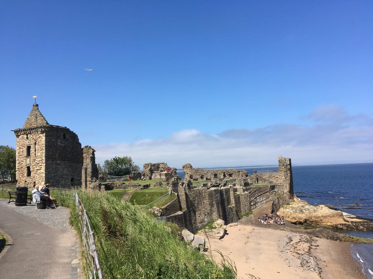 圣安城堡(castle)修建于12世纪,如今只剩下断垣残壁,在碧海蓝天的映衬下,也挺好看的