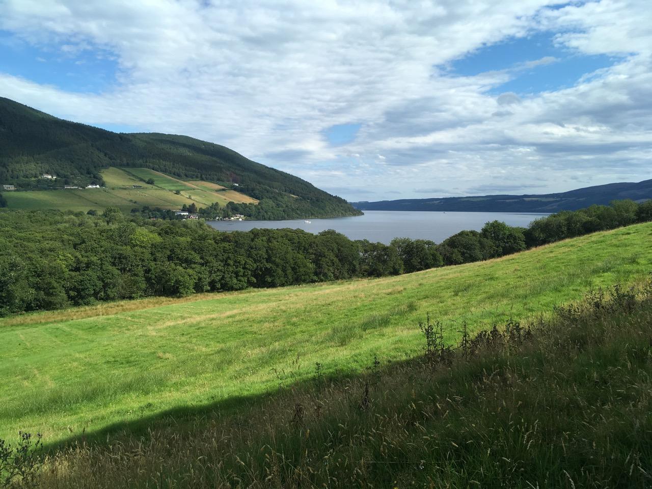 从Urquhart Castle到Drumnadrochit的那段A82公路边上的人行道是很好的徒步路线