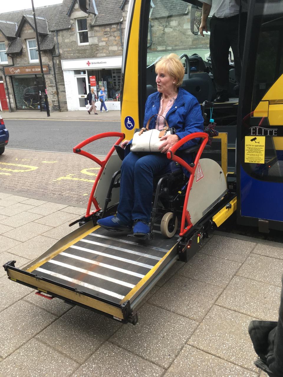 对残疾人士超级友好的CityLink大巴,事实上几乎所有公交车都这么人性