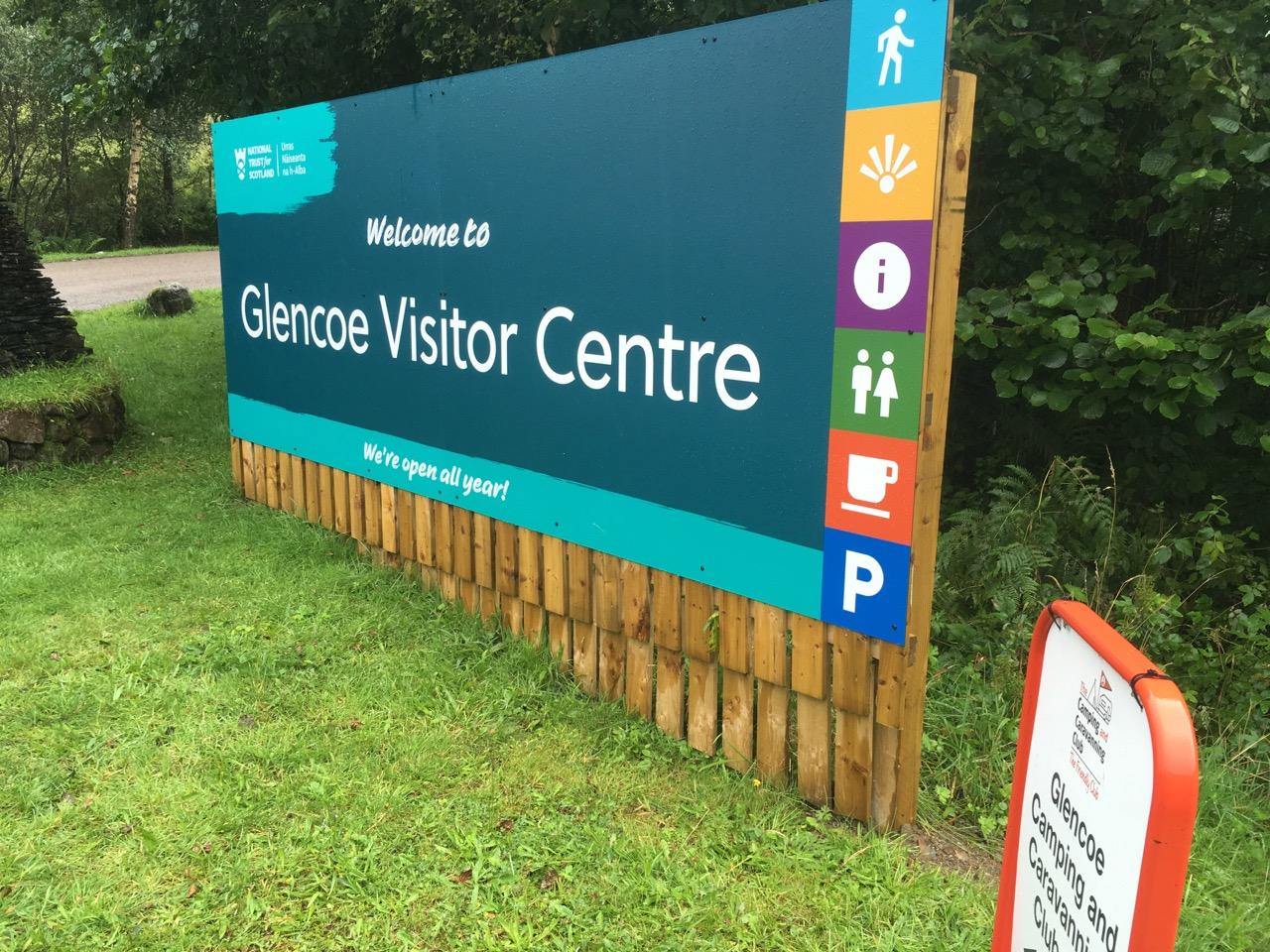 到了Glencoe Visitor Centre,可以坐下来看纪录片,这个峡谷历史上发生过一个凄惨的屠杀案