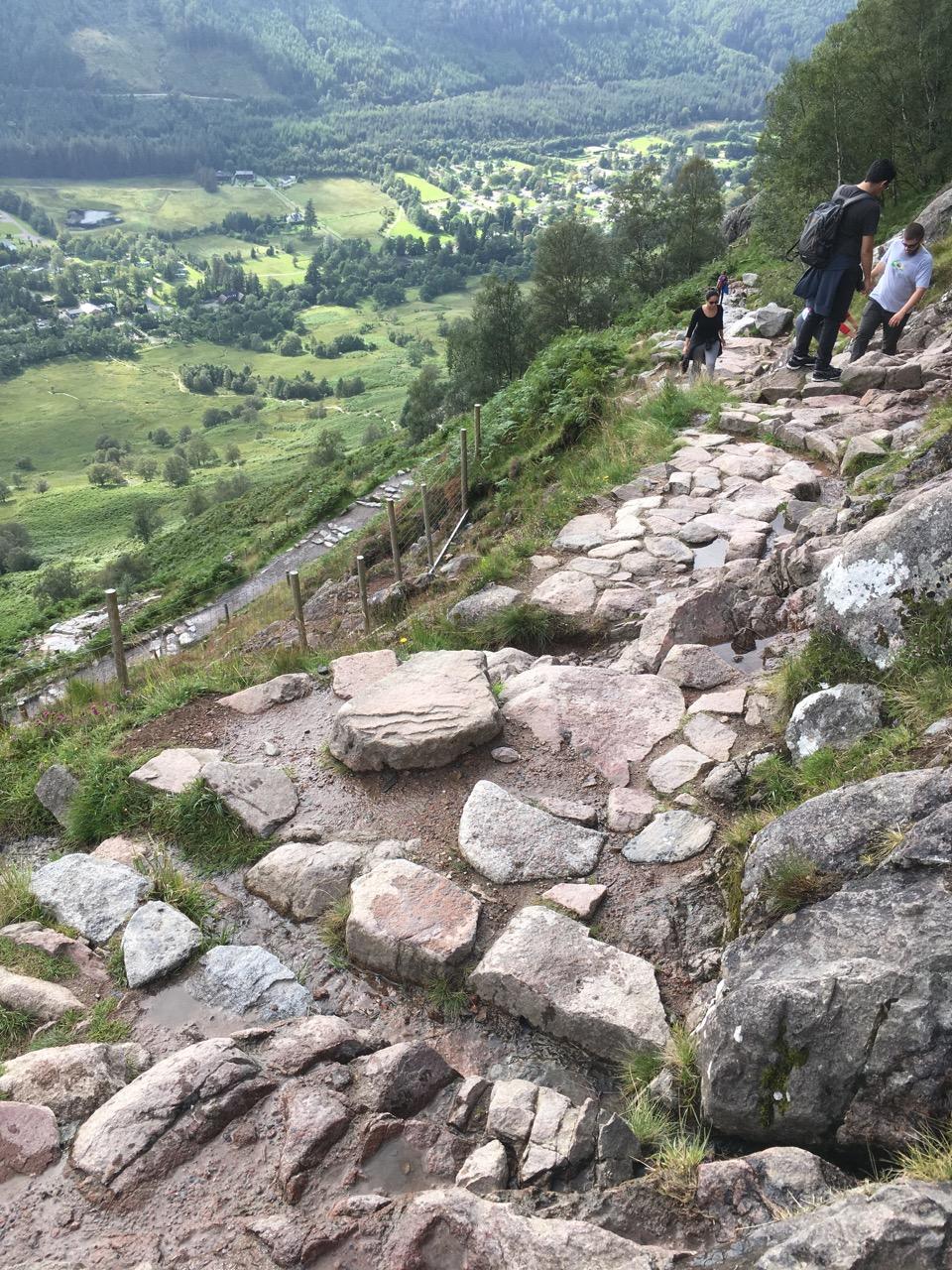 登山的石头路